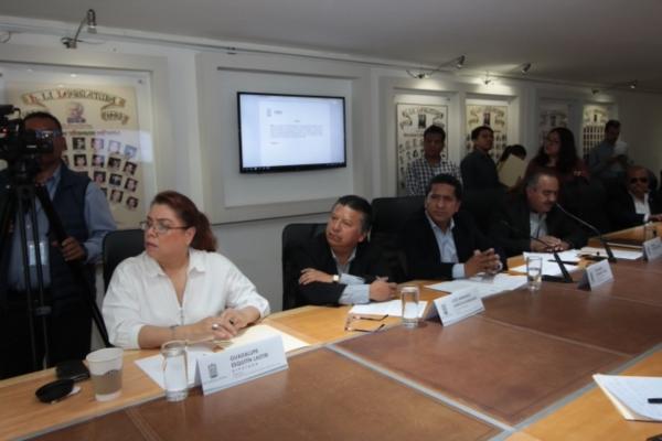Analizan en Comisiones exhorto para conservación, rehabilitación y modernización de tramos carreteros del municipio de Tlachichuca
