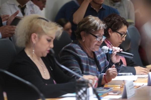 Legisladores cuestionan deficiencias en el sector salud y discrepan con el informe de la secretaria